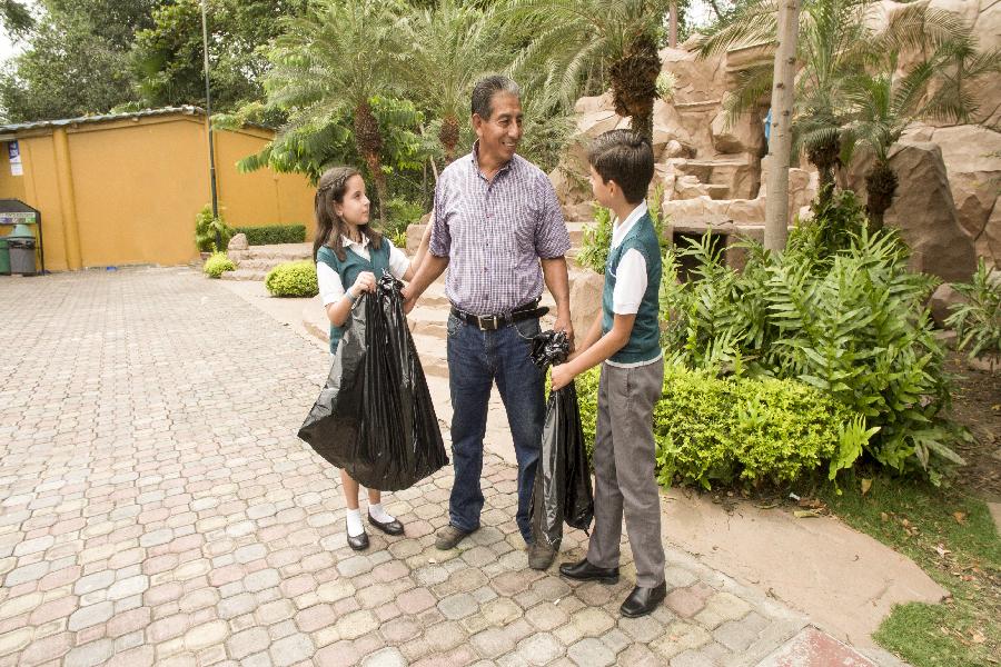 Estudiantes con Conciencia ecológica y cuidado con el medio ambiente