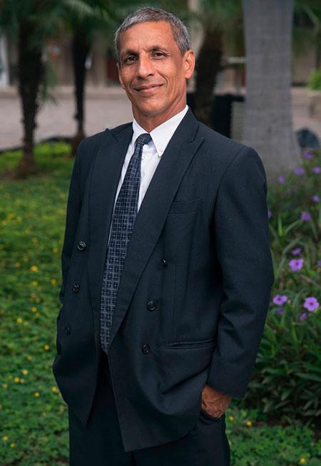 Dr. César Coffré Betancourt